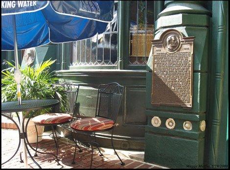 L'Adresse de Gettysburg devant l'entrée de Bookbinder's. (c) Maggy Maffia, 2008