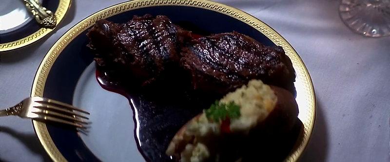 """Le steak du président, dans le """"Nixon"""" d'Oliver Stone."""