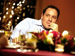 "Jon Favreau, animateur du talk-show ""Dinner for Five""."