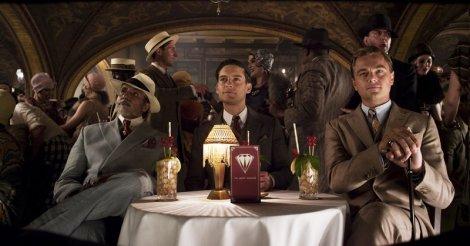 Meyer Wolfshiem (Amitabh Bachchan), Nick (Tobey Maguire) et Gatsby. Sur la table, des Mint Juleps dont nous vous reparlerons bientôt.