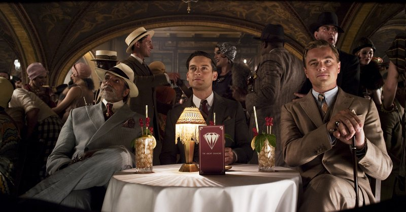 Meyer Wolfshiem (Amitabh Bachchan), Nick (Tobey Maguire) et Gatsby. (c) Warner Bros