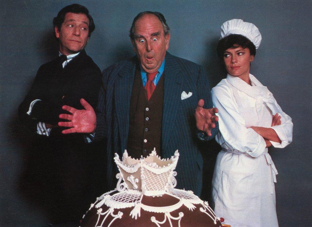 """George Segal, Robert Morley et Jacqueline Bisset dans """"La grande cuisine"""" de Ted Kotcheff."""