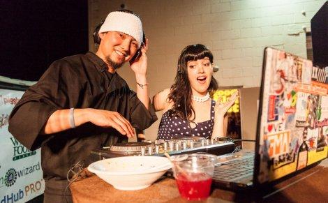 Le chef et la DJ ; soirée ramen à Charleston, 2012. (c) FFF