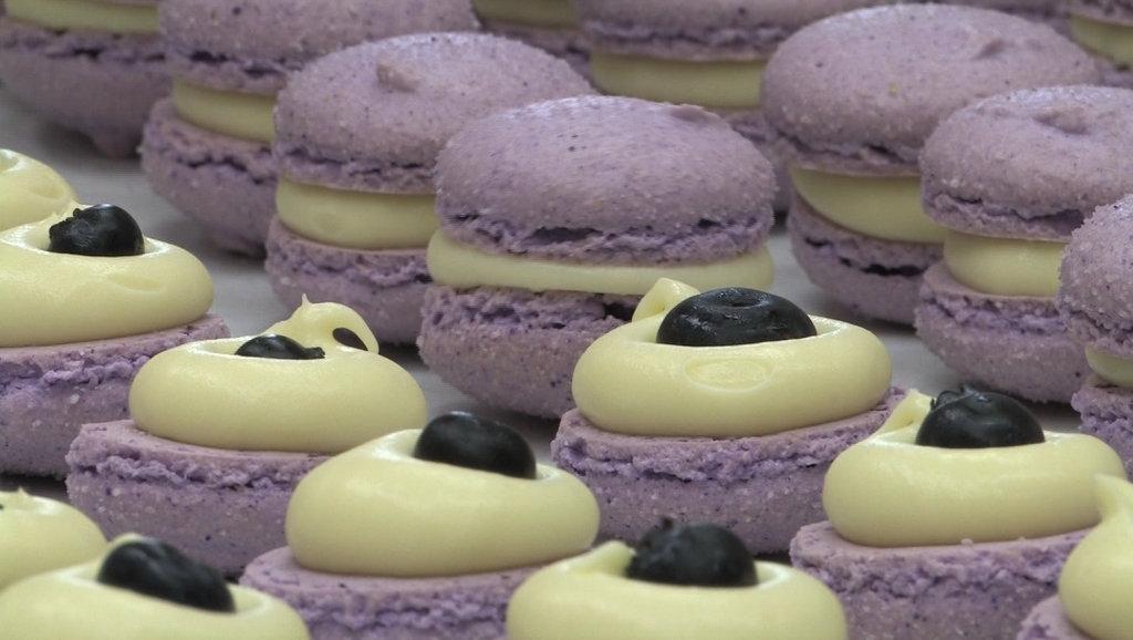 Un macaron de la Champs Elysees Bakery. (c) J. Redford, 2012