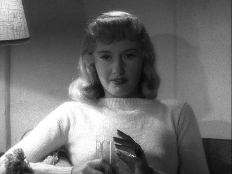 À femme fatale, fatal bourbon. Barbara Stanwyck dans Assurance sur la mort.