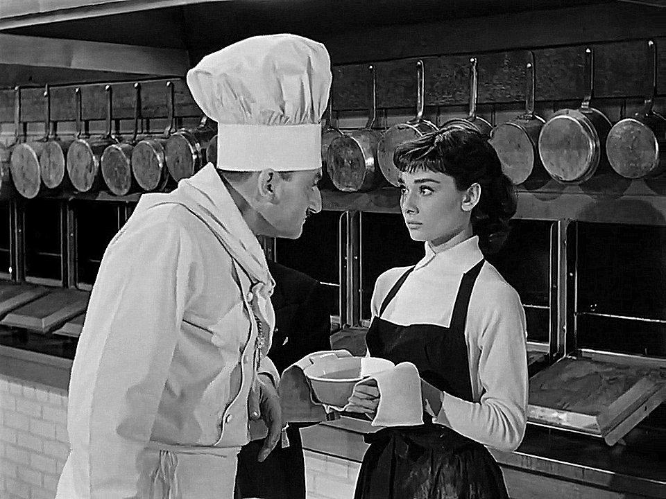 Marcel Hillaire et Audrey Hepburn dans Sabrina (1954).